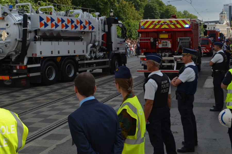 Services d'incendie et Protection civile participent ensemble au défilé